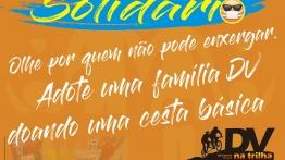 #pracegover Decrição da imagem: convite para campanha de solidariedade em fundo laranjado. Acima, #SejaSolidário , em letras azuis e amarelas, com rabisco azul e emoticon de uma pessoa cega usando máscara. No meio, em letras brancas: Olhe por quem não pode enxergar. Adote uma família DV doando uma cesta básica. Logomarca do DV na Trilha em preto e tons de laranja. Abaixo, em letras brancas sobre fundo azul rabiscado: Informações: SUCESSO!!!  em letras garrafais